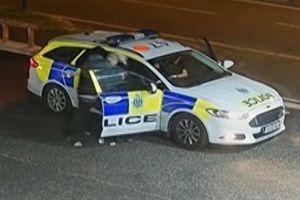 Tên cướp hung hãn lôi nữ Cảnh sát khỏi xe tuần tra để tẩu thoát
