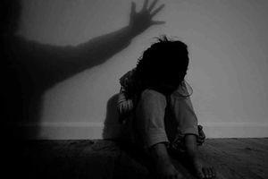 Truy tố yêu râu xanh nhiều lần hiếp dâm bé gái 14 tuổi