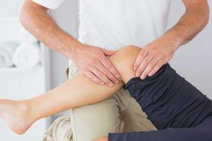 5 mẹo trị đau khớp gối mà không cần dùng thuốc Tây