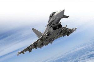Tiêm kích Anh theo sát 'Thiên nga trắng' Tu-160 của Nga