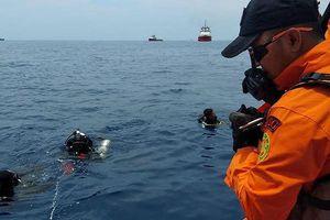 Rơi máy bay Indonesia: Nhiều thi thể nạn nhân gắn chặt trên ghế ngồi