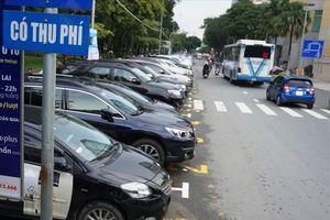 TP HCM: Thu phí đỗ xe lòng đường, vỉa hè chưa hiệu quả