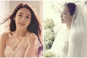 Choi Ji Woo, Bae Yong Jun và loạt sao hẹn hò rồi tổ chức đám cưới bí mật khiến dân tình ngã ngửa