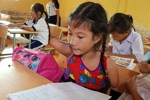 Sóc Trăng: Nghị lực phi thường của bé gái khuyết tứ chi