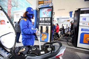 Giá xăng dầu tăng mạnh, Petrolimex báo lãi lớn