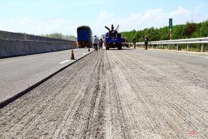 Đường gom cho 'cao tốc 34.500 tỷ mới làm đã hỏng': Bộ trưởng Thể nói tiền có sẵn, chờ địa phương giao mặt bằng thôi