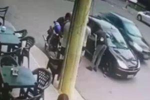 Cảnh sát bắn chết bạn rồi nổ súng tự tử tại chỗ