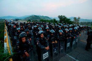 Bạo lực bùng phát, chính phủ Mexico thỏa hiệp với đoàn người di cư