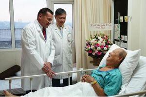 Hai cuộc 'đại phẫu' cứu mạng sống cho người đàn ông 72 tuổi