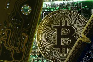 Giá Bitcoin hôm nay 1/11: Mức 7.000 USD đang là gánh nặng của Bitcoin