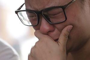 Giọt nước mắt cay đắng của người nhà nạn nhân trong vụ máy bay chở 189 hành khách rơi xuống biển
