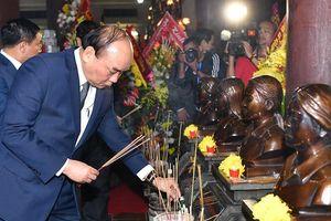 Thủ tướng đề nghị chăm lo tốt hơn đời sống vật chất, tinh thần của các gia đình liệt sĩ, thương binh, bệnh binh, người có công