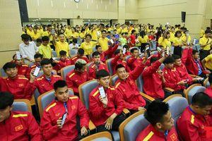 Từng thành viên Đội tuyển Bóng đá Quốc gia Việt Nam tự tay nhắn tin ủng hộ vì người nghèo