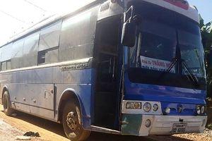 Xe biển Lào đưa đón học sinh gây tai nạn chết người