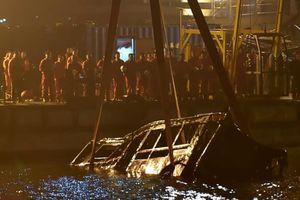Hành khách đánh tài xế, xe buýt lao xuống sông ở Trùng Khánh