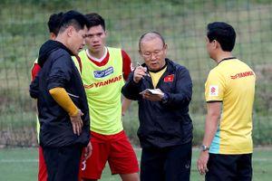Áp lực của thầy trò HLV Park Hang Seo sau những lời khen từ báo nước ngoài