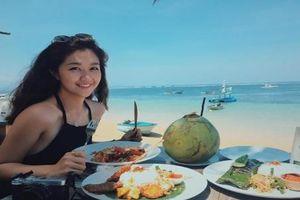 Nữ tiếp viên Hàng không Việt khổ sở vì bị nhầm là diễn viên Hàn Quốc