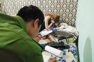 Bắt quả tang nữ nhân viên massage bán dâm giá 1 triệu đồng/ lượt trong phòng VIP