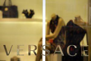 Michael Kors thâu tóm Versace tạo cú sốc thời trang