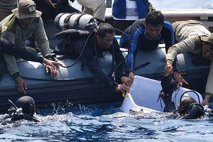 Tìm thấy bánh xe và mảnh vỡ lớn của máy bay Indonesia