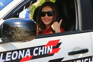 Nữ 'quái xế' Malaysia trổ tài Drift với xe bán tải ở Hà Nội