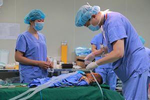 25 bệnh nhân điều trị thẩm mỹ, hơn 1.000 người dân được khám miễn phí