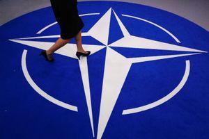 Sợ hãi trước 'đòn' của Mỹ, NATO quay sang Nga?