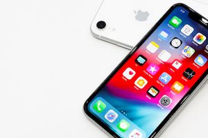 Công nghệ 24h: 3 mẫu iPhone mới bắt đầu được bán chính hãng