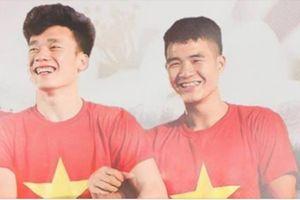 Bùi Tiến Dũng, Hà Đức Chinh là cầu thủ tuyển VN đầu tiên chạm cúp vàng AFF Suzuki Cup 2018