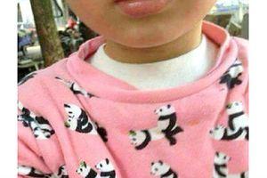 Háo hức mua áo phông in hình gấu trúc dễ thương cho con gái, người mẹ sốc khi phát hiện điều này