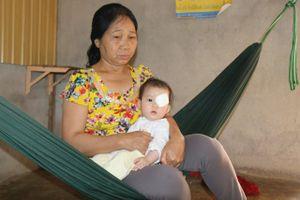 Xót thương thiên thần nhí 6 tháng tuổi phải bỏ con mắt vì ung thư võng mạc