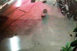 Truy tìm xe 7 chỗ tông chết người đàn ông rồi bỏ trốn