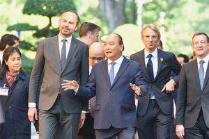 Thủ tướng Nguyễn Xuân Phúc chủ trì lễ đón trọng thể Thủ tướng Pháp