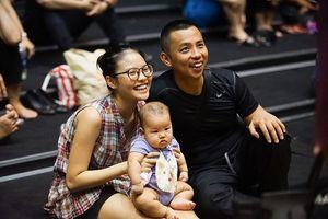 Chuyện showbiz: Vợ trẻ kém 20 tuổi của Chí Anh sinh con trai