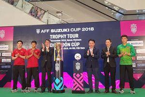 Tiến Dũng, Đức Chinh, Thanh Hào đón Cúp vàng AFF Suzuki Cup 2018 tại Hà Nội