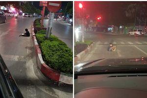Hình ảnh bất thường ở vạch dừng đèn đỏ và lời cảnh báo từ các tài xế