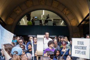 Hơn 20.000 nhân viên biểu tình phản đối Google