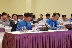 Tổng LĐLĐ Việt Nam tặng cờ xuất sắc cho 6 đơn vị đào tạo thuộc ngành Công Thương