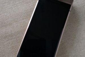Smartphone nắp gập giá 70 triệu đồng của Samsung lộ 'ảnh nóng'