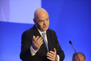 Chủ tịch FIFA từng 'giúp' Man City và PSG giảm nhẹ án phạt