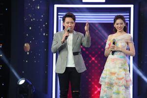 Trấn Thành hát song ca tình cảm với Hari Won trong tập cuối Giọng Ca Bí Ẩn