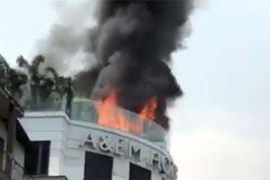 Cháy khách sạn A & Em gần chợ Bến Thành, du khách tháo chạy thoát nạn