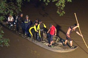 Vĩnh Long: Cầu không có lan can, một bé gái rơi xuống sông mất tích
