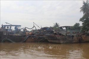 Thuyền bơm hút dùng vòi rồng 'khủng' cào nát lòng sông Đồng Nai
