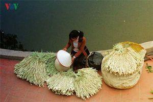 Nón lá làng Chuông gìn giữ hồn quê Việt Nam
