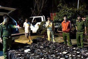 Phú Yên: Dùng ô tô gắn biển giả vận chuyển 19.000 gói thuốc lá lậu