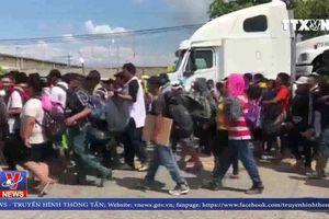 Mỹ sẽ bắt giữ người di cư tấn công binh sĩ tại biên giới