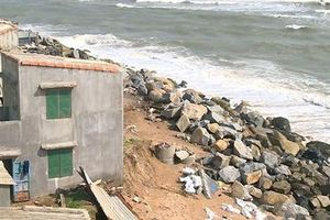 Thành phố Tuy Hòa: Triều cường, sóng lớn uy hiếp khu dân cư