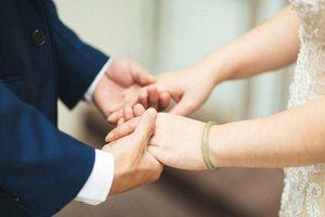 Vợ chồng ở đời với nhau, cứ giả khờ mà bao dung hết thảy