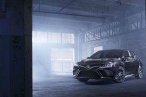 Ra mắt cặp đôi Toyota Camry và Highlander phiên bản 'bóng đêm' đặc biệt